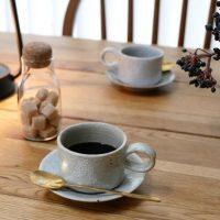 温かみと味わいを感じられる「コーヒー椀と丸皿」。趣と歴史ある伝統の佇まい