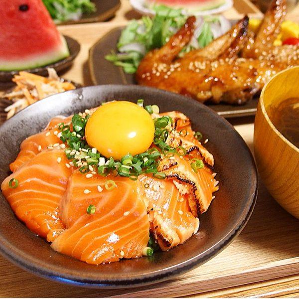 あっさり美味しい人気のサーモン丼