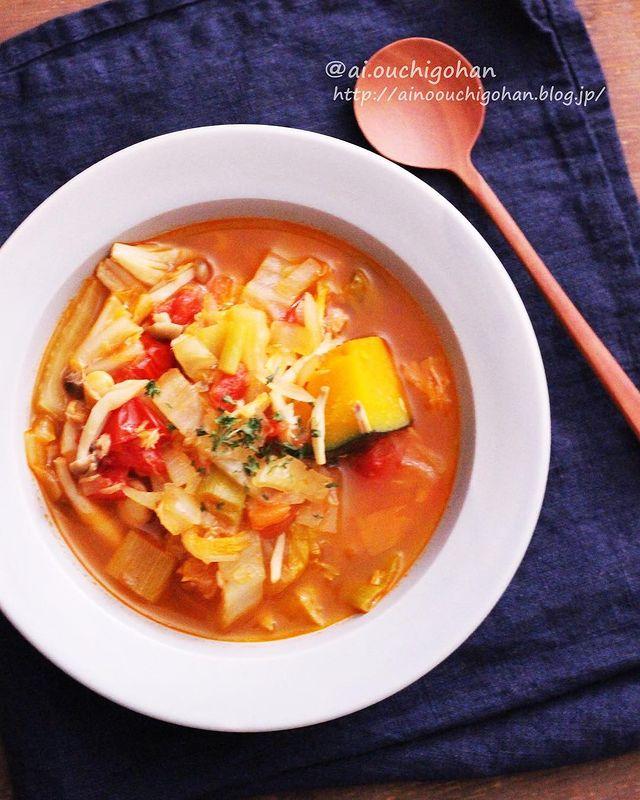 ツナ、トマトスープ、ネギ、かぼちゃ、白菜、しめじ。