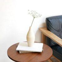 ろくろで形作られた手引きの「フラワーベース」。オブジェのような美しさ!