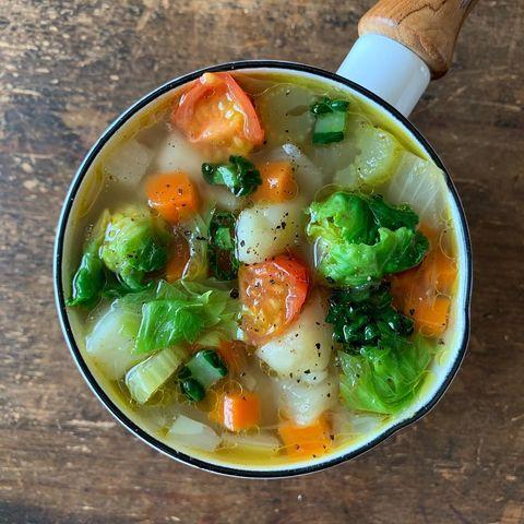 餃子に合う!人気の野菜の具だくさんスープ