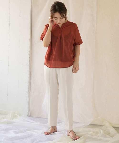 キーネックTシャツ×センタープレスパンツ
