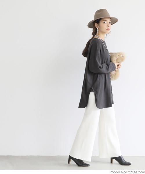 グレーサイドスリットTシャツ×パンツコーデ