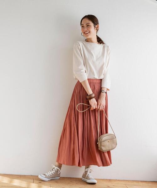 ロングプリーツスカートの甘いスタイル