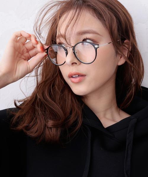 顔立ちをはっきり見せる黒ラウンド型メガネ