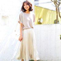 40代の《プリーツスカート》夏コーデ。女っぽさが上がる涼しげな大人のおしゃれ術