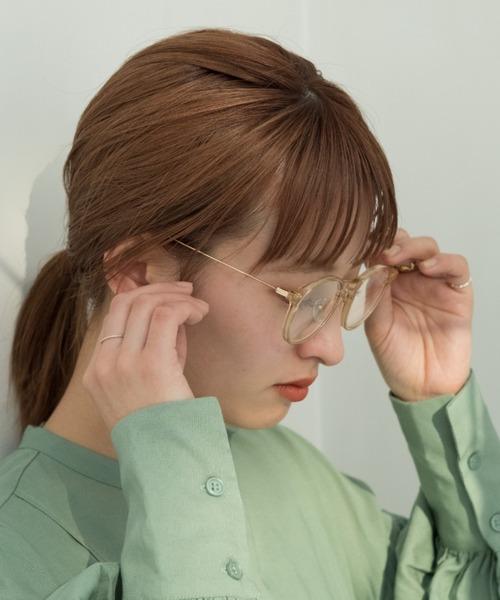 クリアベージュのフレームが40代向けのメガネ