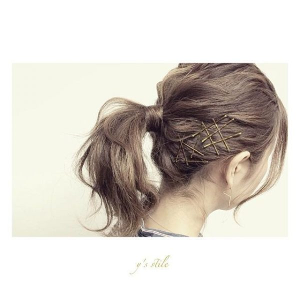 ゴールドピンで夏のまとめ髪