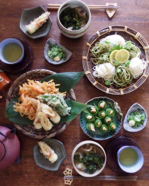 アオサ、めんつゆ、天ぷら、かき揚げ、茶そば、そうめん。
