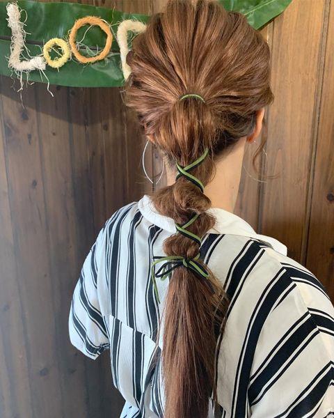 人気の紐を使った夏向けヘアアレンジ