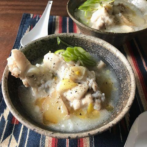 鶏肉、ネギ、しょうが、お粥、ブラックペッパー、サムゲタン、スープ。