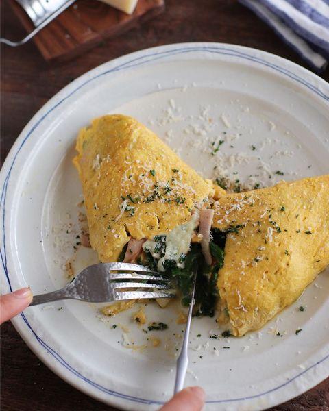 オムレツ、卵、ほうれん草、ハム、チーズ