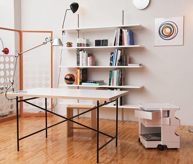 生活拠点となるテーブル