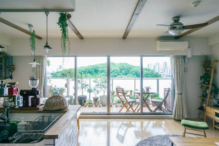 キッチンが窓と並行な横長LDKの例