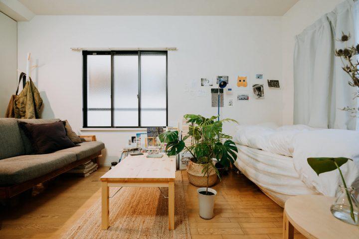 寝室やキッチン…生活感のあるものをゆるやかに隠す3