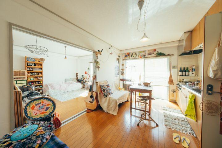 部屋のどこでも音楽と古道具がそばにある。36㎡の1LDK・一人暮らしのインテリア