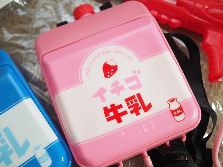 ・「リュック型水鉄砲 牛乳/いちご牛乳」各500円(税抜)3