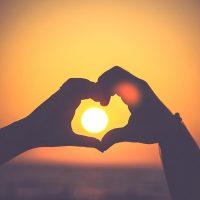恋愛してる貴方にぴったりの四字熟語15選。心に響く言葉とその意味をご紹介