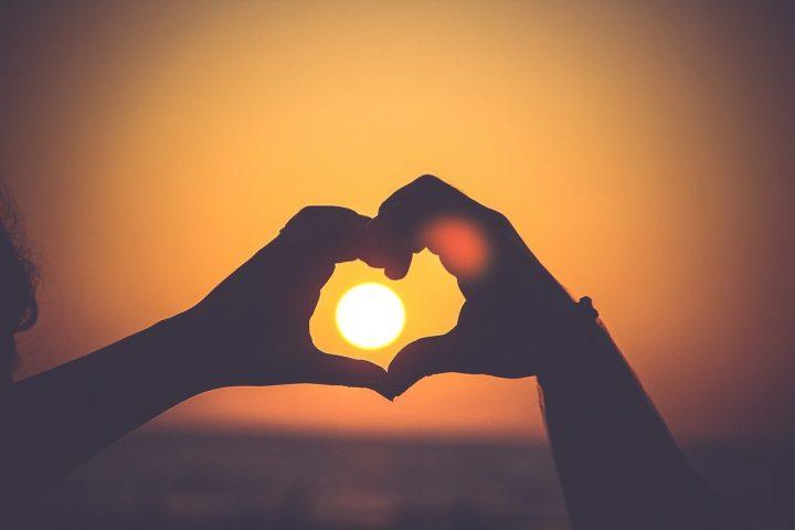 恋愛にまつわる四字熟語《両思い》