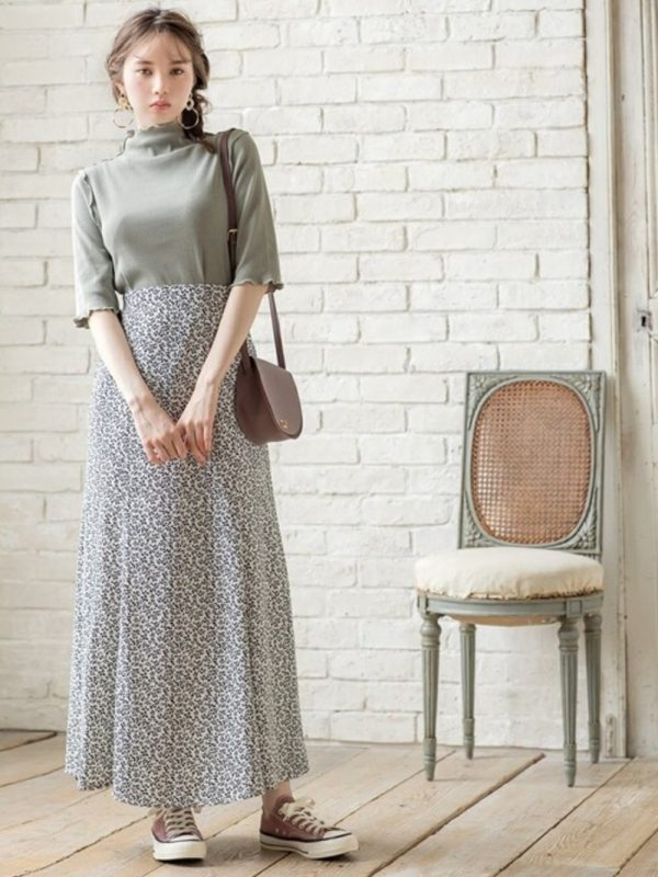 +柄スカートのレディースコーデ