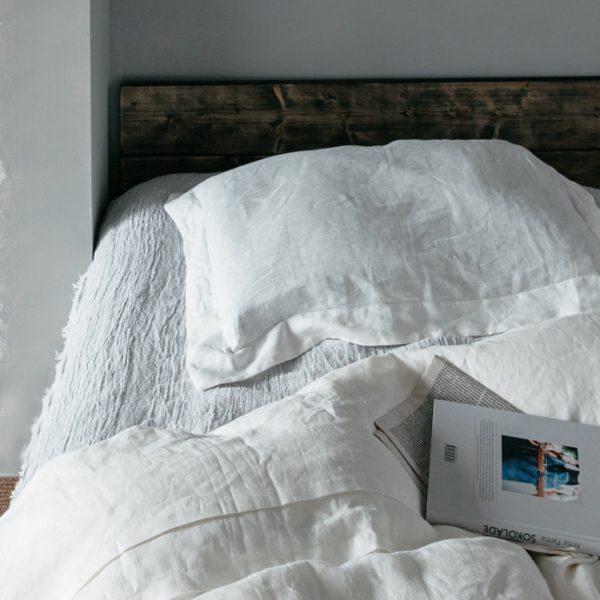 【point 3】 寝苦しい夜も快適。ベッドに敷いても使っても◎