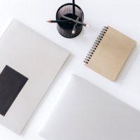 引き出しの中の文房具を整理整頓。使い勝手抜群の収納アイデア実例をご紹介