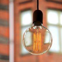 キッチンをおしゃれにするペンダントライト。照明で叶える素敵な空間作りのコツって?