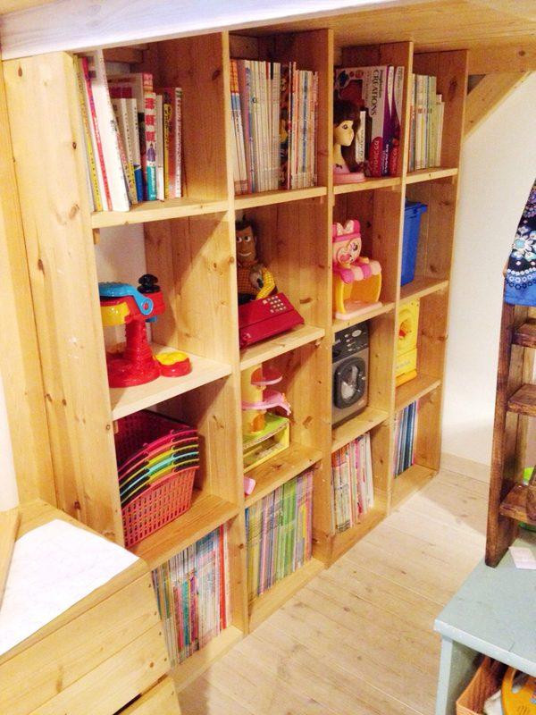 16マスの大型壁面収納の本棚のDIY