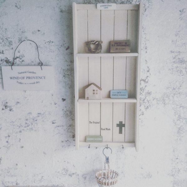 飾り棚のおしゃれな玄関100均DIY