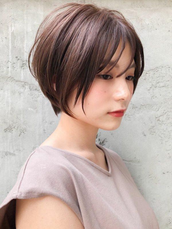 40代髪色アッシュベージュ×ハンサムショート