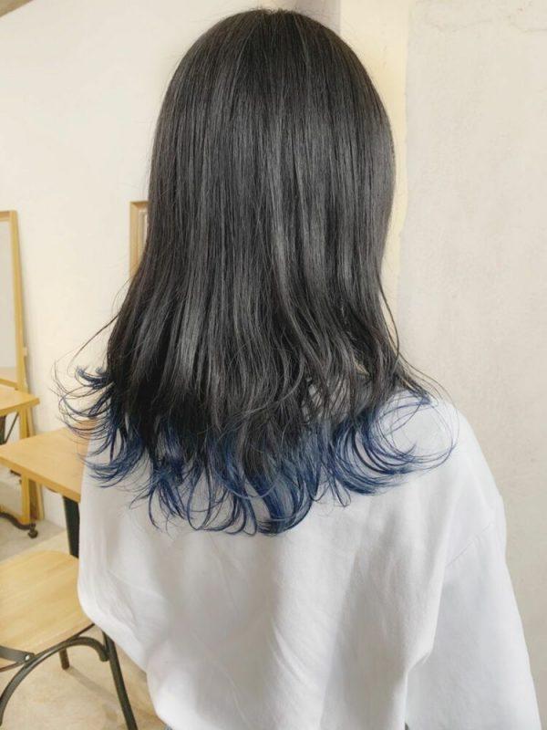 ディープブルーの裾カラー×ミディアム