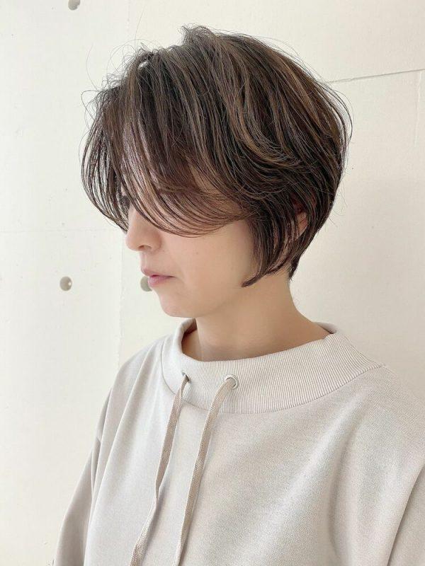 くすみカラー×前髪なしショートヘア