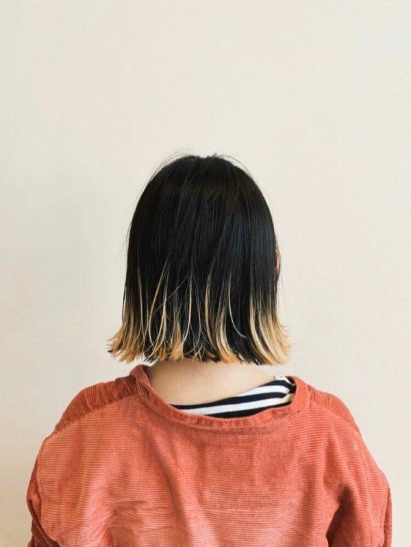 ぱっつんボブ×ハイライトブリーチ裾カラー