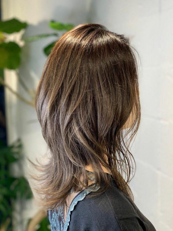 40代髪色アッシュベージュ×ウルフセミロング