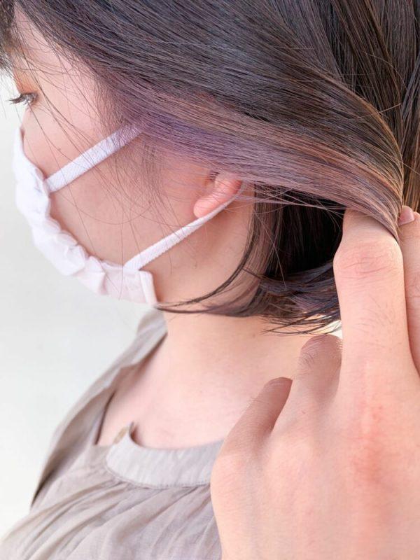 女性の黒髪ボブ×ピンク系インナーカラー
