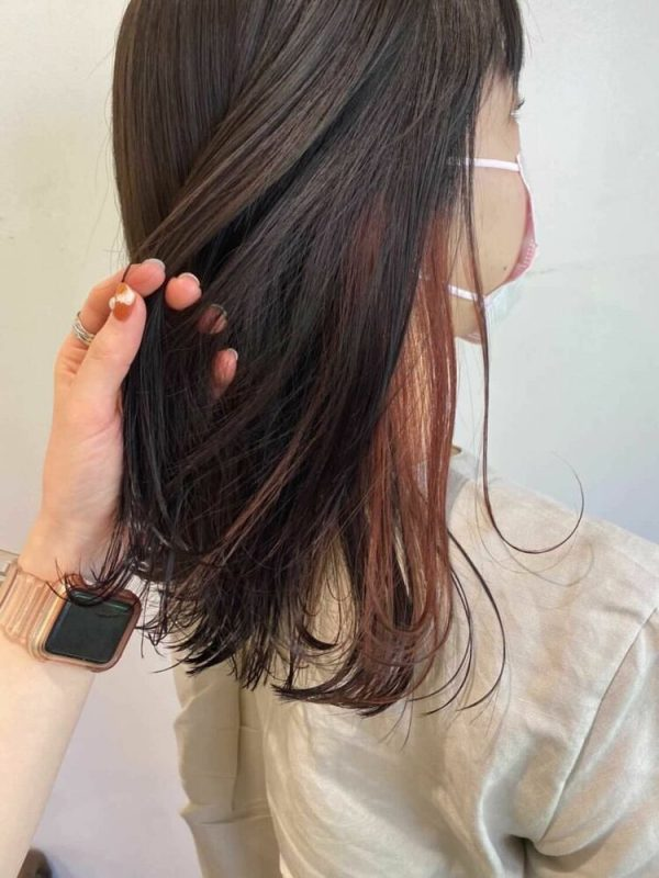 黒髪ストレート×オレンジインナーカラー