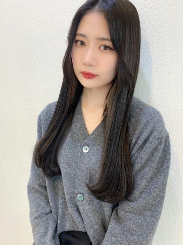 重ためストレートな前髪なし韓国風ロング