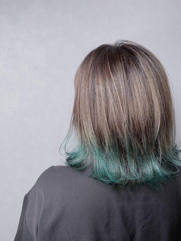 セミロングボブ×グリーン系裾カラー