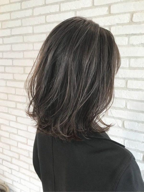 40代の魅力をアップ!ゆるふわミディアムヘア