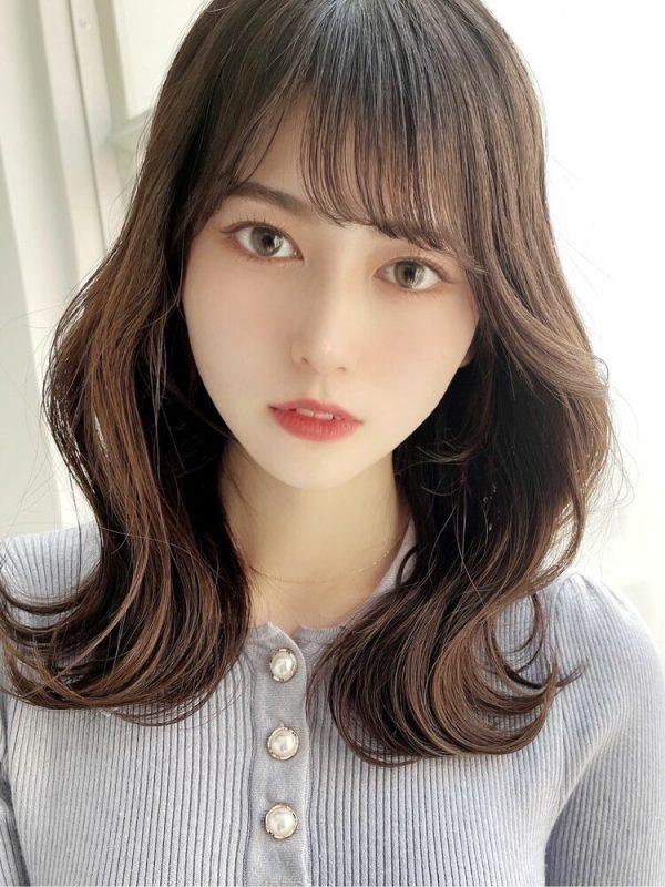 硬い髪質の方向けの大人な韓国風ミディの髪型