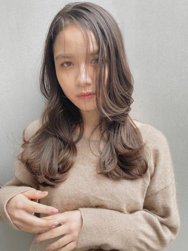 レイヤー入りウェーブの前髪なし韓国風ロング
