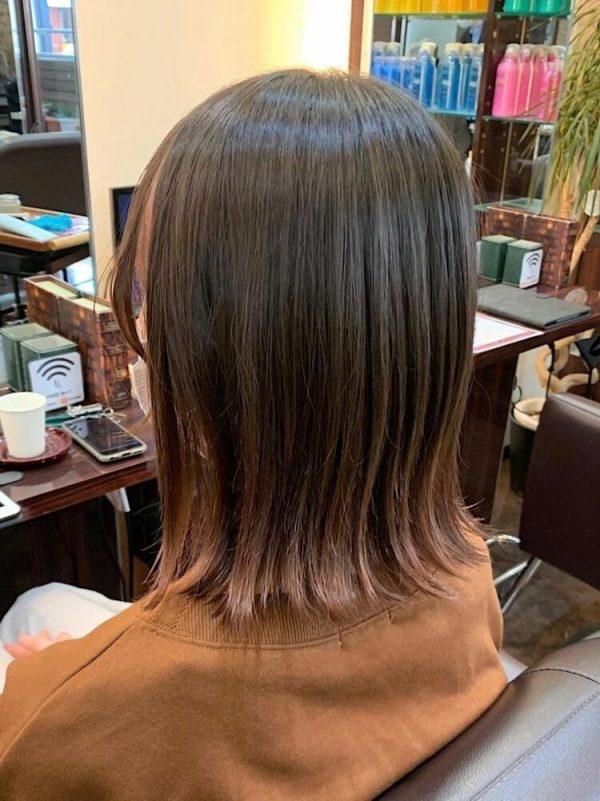 ピンクベージュの裾カラー×ミディアム