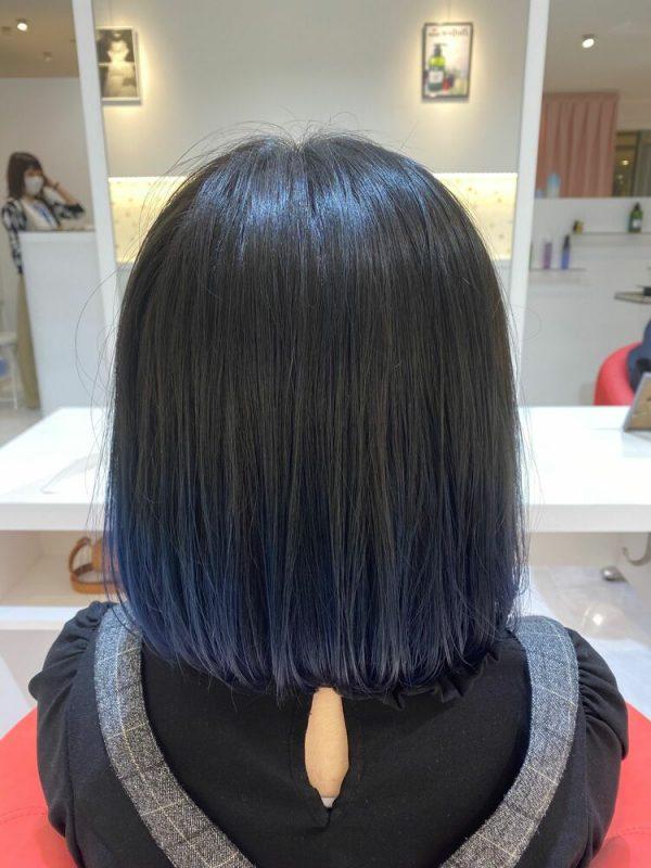 ミディアムボブ×ネイビーブルー裾カラー