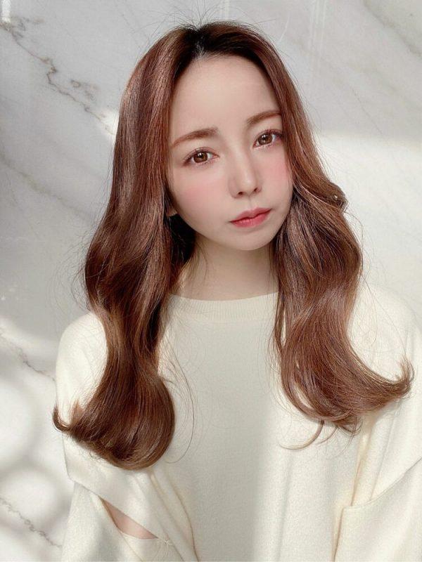くびれフォルムの前髪なし韓国風ロング