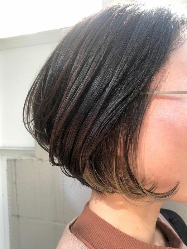 毛先の揺れを楽しめる黒髪×イヤリングカラー
