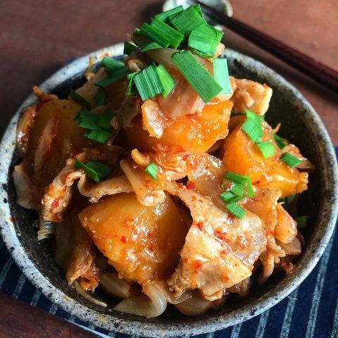 韓国風で美味しい!こってり豚キムチ肉じゃが