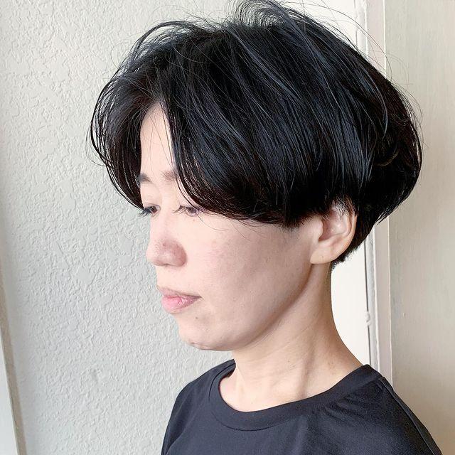 黒髪でもふんわりとしたベリーショート