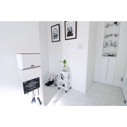 淡い色で統一されたスッキリとした玄関