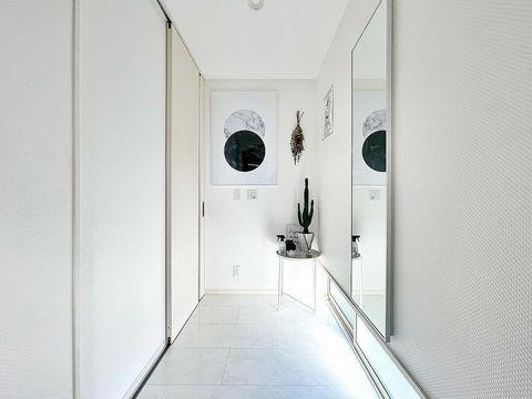 真っ白×モダンで可愛い玄関