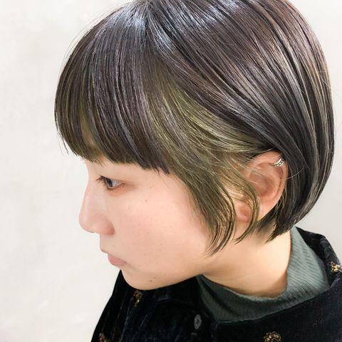 優しい印象の黒髪×イヤリングカラー
